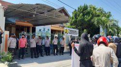 Massa Geruduk Kantor BP2JK di Palu