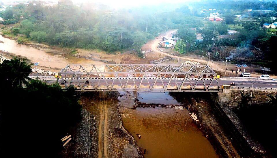 Dua Bangunan Jembatan