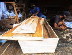Produsen Peti Jenazah di Palu Kebanjiran Order Ditengah Pandemik